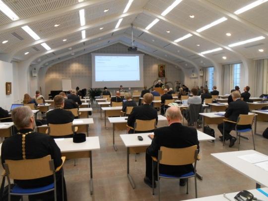 Kirkolliskokouksen täysistunto 2015 Valamon kuttuurikeskuksen salissa. (Kuva/Photo: Aristarkos Sirviö)