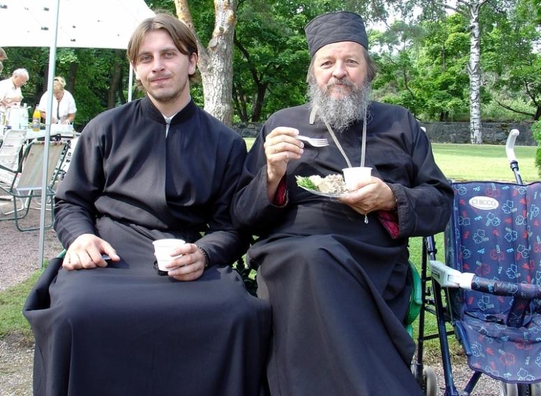 Kuvan henkilöt eivät liity oheiseen juttuun muutin, kuin että ovat nuori ja vanha prelaatti. Kumpikaan ei ole kirkkoherra (krha) vaan toisesta vielä saattaa sellainen tulla ... (Kuva/photo: Aristarkos Sirviö)